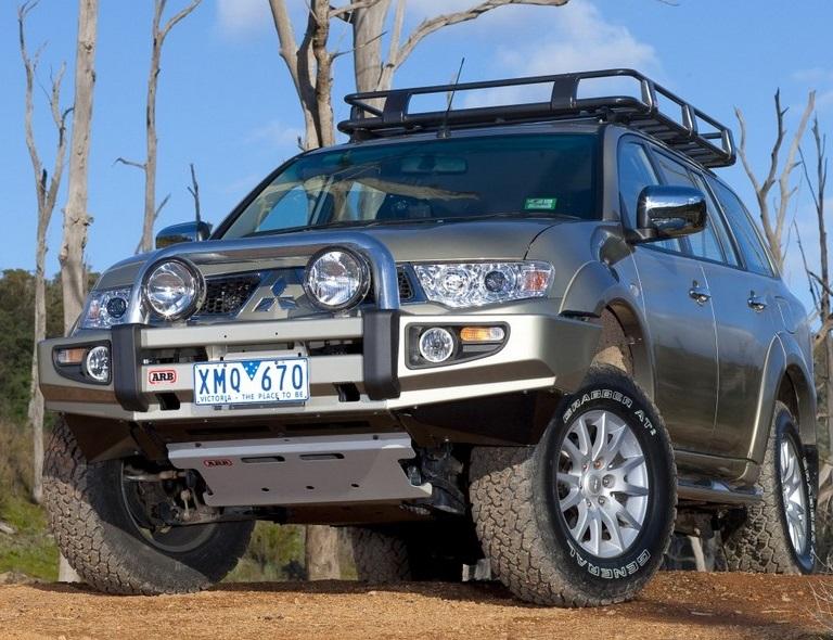 Бампер передний ARB Sahara для Mitsubishi Pajero Sport с 2010 до 2013 года.