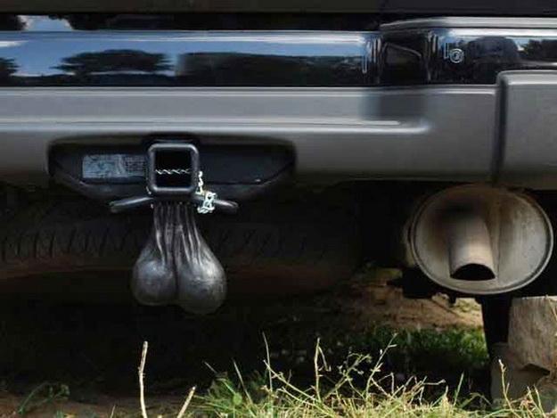 Новый автомобильный аксессуар в России - Яйца для автомобиля!