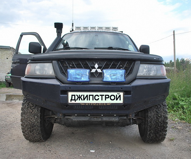 Передний силовой бампер Mitsubishi Montero