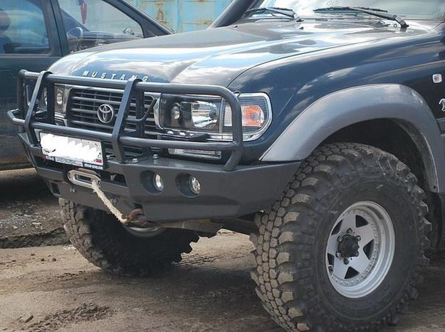 Передний силовой бампер на Тойота Ленд Крузер 80