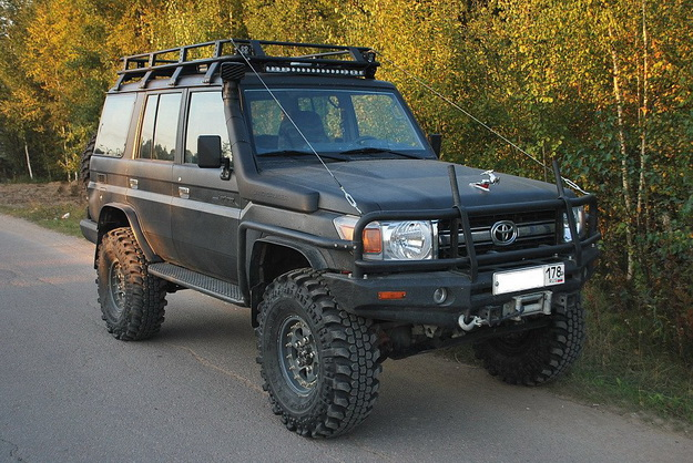 Передний силовой бампер Toyota Land Cruiser