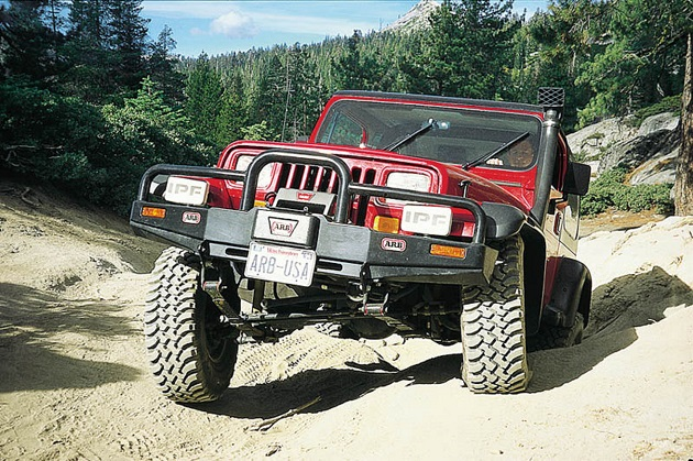 Бампер переднийARBDeluxe Winch Bar для Jeep Wrangler YJ
