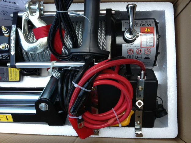 Лебедка электрическая 12V Electric Winch 12000lbs / 5443 кг, влагозащита IP68, порошковая окраска черная, с дополнительным радиатором охлаждения