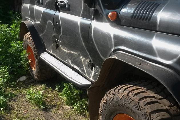 Силовые пороги на УАЗ Хантер с лифом кузова. Крепление к раме, поперечина, накладки из алюминия.