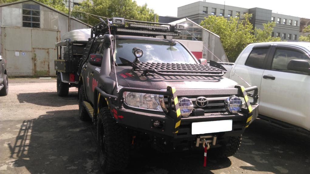 Передний силовой бампер II поколения с кенгурином алюминиевый - Toyota Land Cruiser 200.