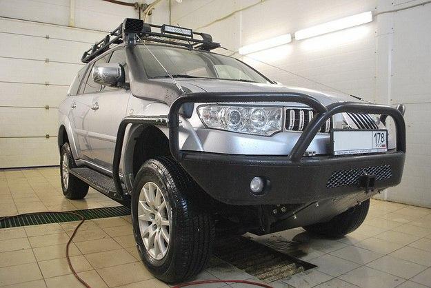 Передний силовой обвес для Митсубиси Паджеро Спорт в новом кузове.