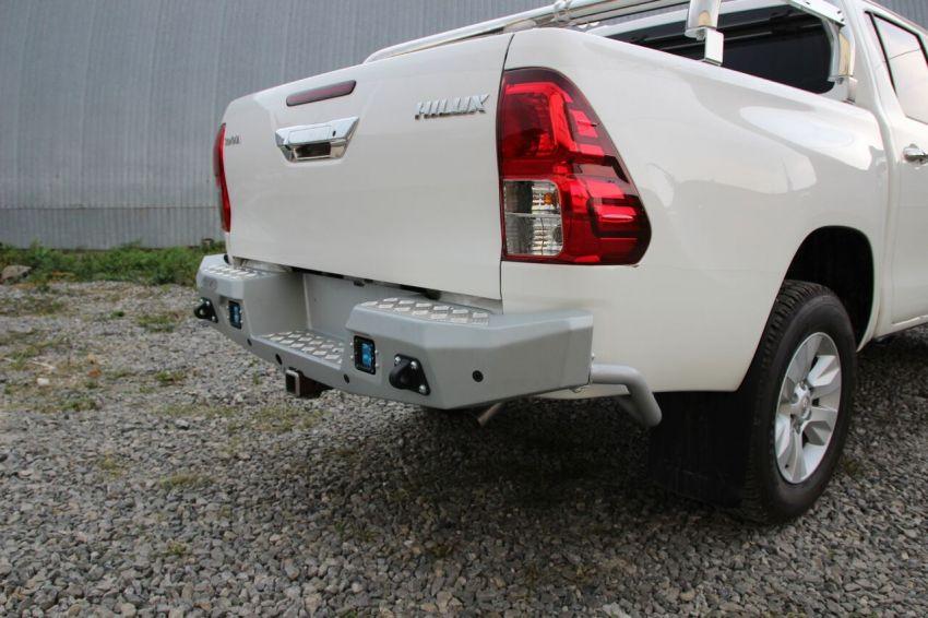 Бампер силовой задний алюминиевый для Toyota Hilux 2015-(цвет черный, с противотуманными фарами)
