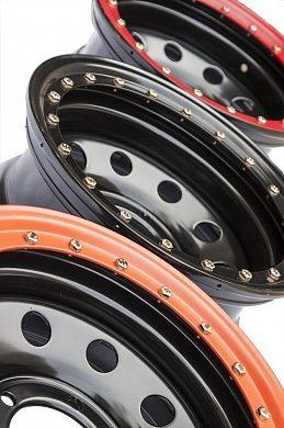 Диск УАЗ стальной черный 5x139,7 8xR16 d110 ET-19 с псевдо бедлоком (красный)