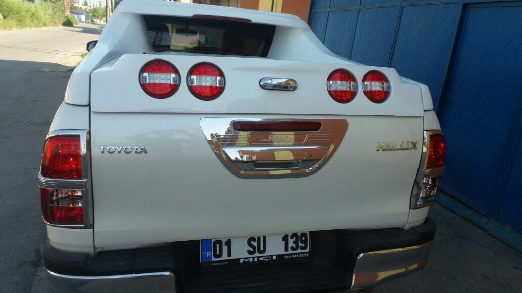Кунг на Toyota Hilux.