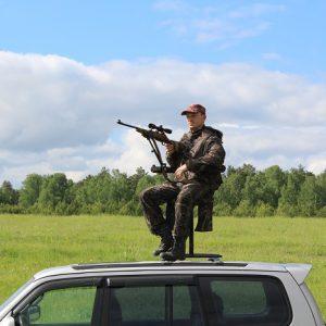 Стрелковый стул для установки на крыше авто.